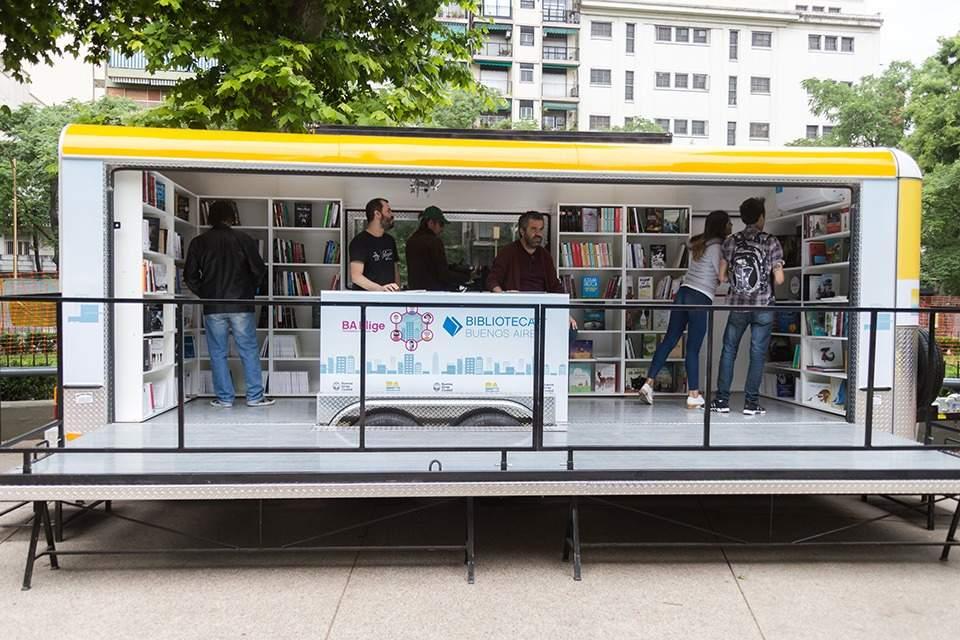 Bibliomóvil y bibliobicis, gratis en las plazas de la Ciudad